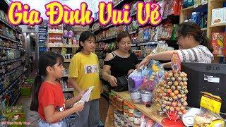 Hồng Anh và Thùy Giang Đi Mua Bánh và Đồ Chơi Trung Thu cùng Mẹ - Gia Đình Vui Vẻ - MN Toys