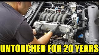 I Disassembled My Corvette Engine In The Street To Clean It. DIY Engine Detailing & Ceramic Coating!