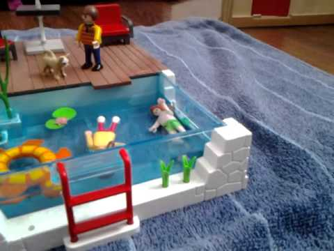 Les enfants playmobil la piscine episode 3 youtube for Piscine playmobil