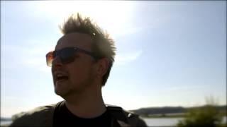 Juncker - Vi Bliver Hjemme i År (Official Music Video)