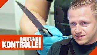 Rambo-Messer im Zoll! Verstößt der Mann gegen das Waffengesetz? | Achtung Kontrolle | Kabel Eins
