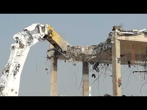 Milano (CINISELLO BALSAMO ) Demolizione EX AUCHAN Con Il Mega Escavatore LIEBHERR 984 Di DESPE S.p.a