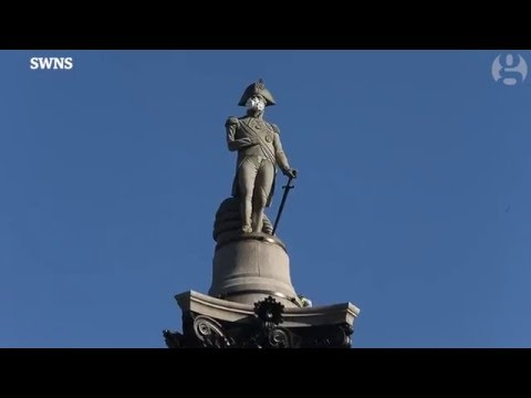 Greenpeace Protesters Climb Nelson's Column