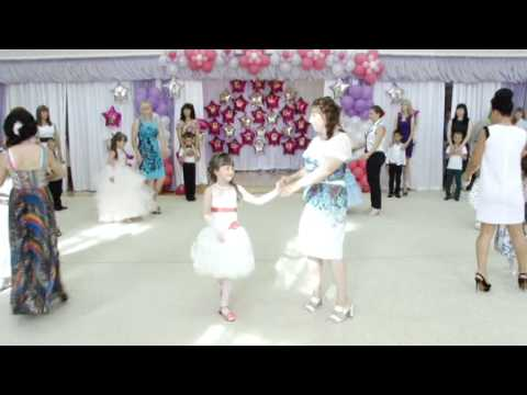 танец для сценария детского праздника к 8 марта Мамы, дочки и сыночки