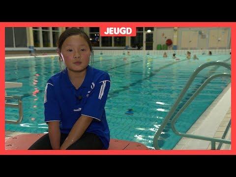Suzie (9) zwemt supersnel met 1,5 arm