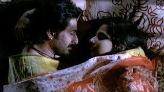 Repeat youtube video Arshad Warsi & Vidya Balan hot bed scene - Ishqiya Deleted Scene