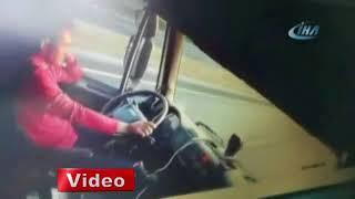Direksiyon başında uyuyan sürücünün neden olduğu kaza anının görüntüsü ortaya çıktı