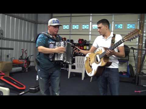 the Champ Mikey Garcia after training listening to music -EsNews Boxing