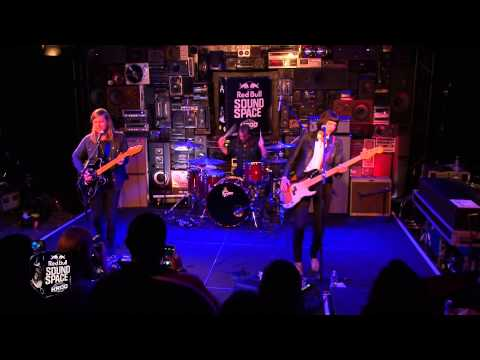 "Band Of Skulls ""Asleep At The Wheel""  (Live in the Red Bull Sound Space at KROQ)"