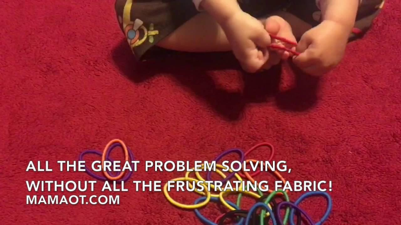 تعليم الاطفال لبس الجوارب باستخدام لعبة المطاط