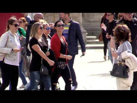 EXCLUSIVE: Demi Lovato having fun with tourists at Louvre museum in Paris