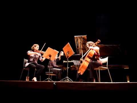 Trio Arkhé [MÚSICA EM CENA] (8/2011) 1
