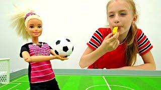 Кукла Барби играет в футбол. Мультики для детей