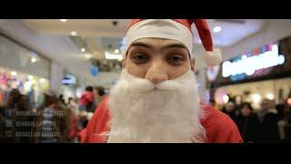 Un Père Noël rappe dans un Centre Commercial !