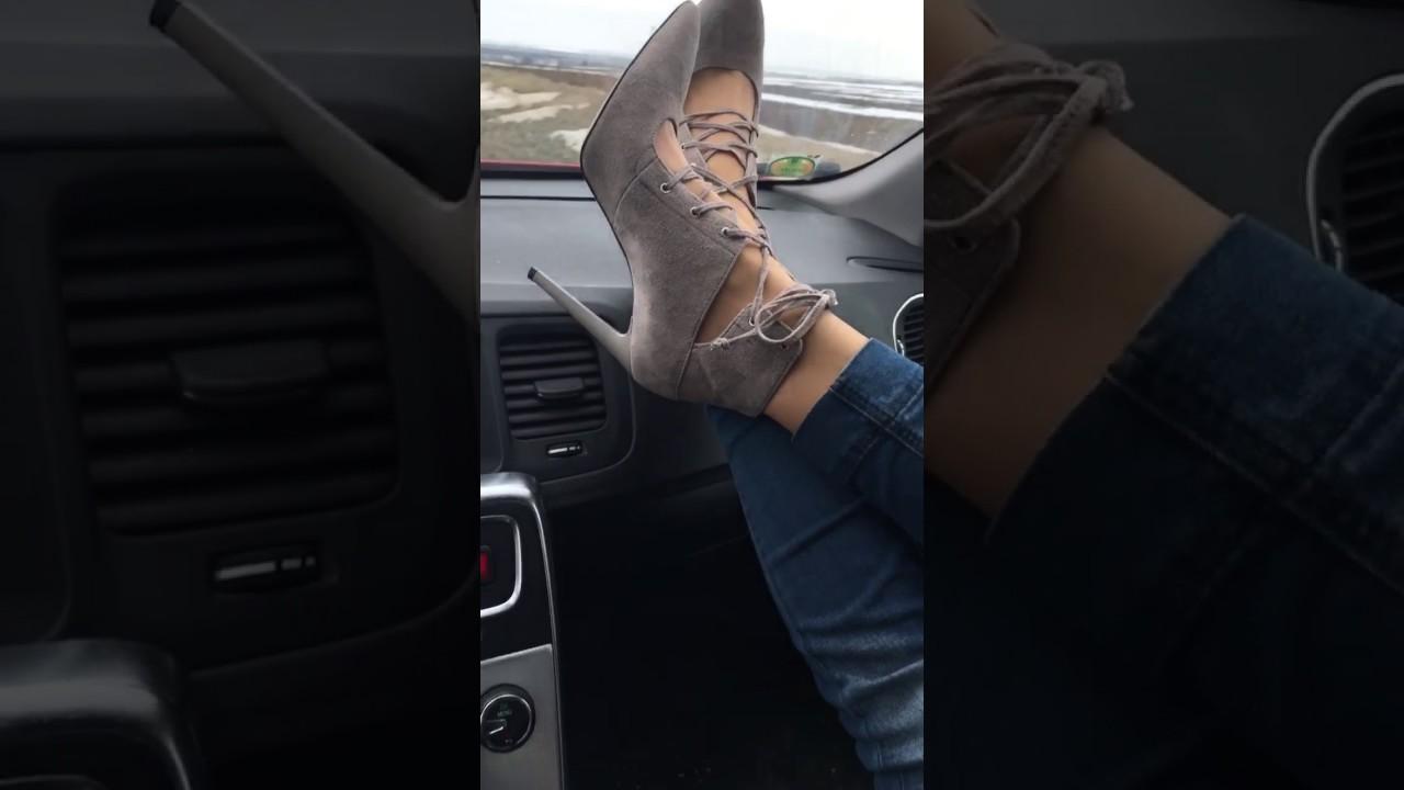 Die Kleine footjob in a car fkk