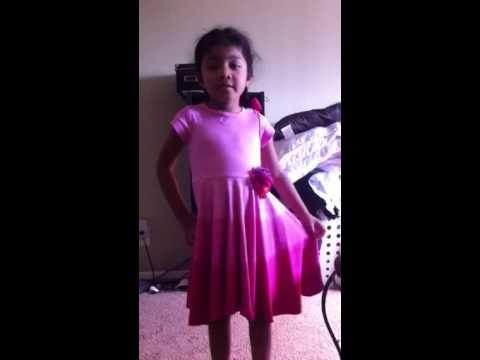 Toddler singing wrecking ball. My lil Panamanian girl