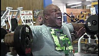 Phil Heath's Mass-Building Shoulder Training 4 Weeks From Olympia