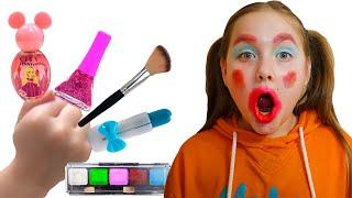 Asu mess up pretend play with mom makeup