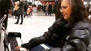 LISA COLEMAN plays POWER FANTASTIC @Paris Train Station