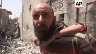 Residents flee airstrike, fighting in Mosul's old city