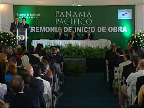 Ian Livingston and Jaime Gilinski appear at the Panama Pacifico signing ceremony.
