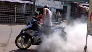 nghịch ngu đốt lốp exciter 150..khói mù trời
