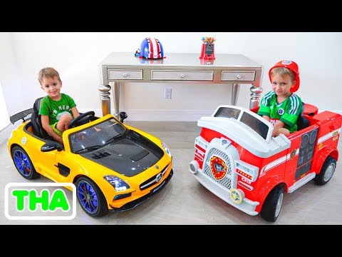 วลาดและนิกิตะแสดงของเล่นรถในบ้านใหม่