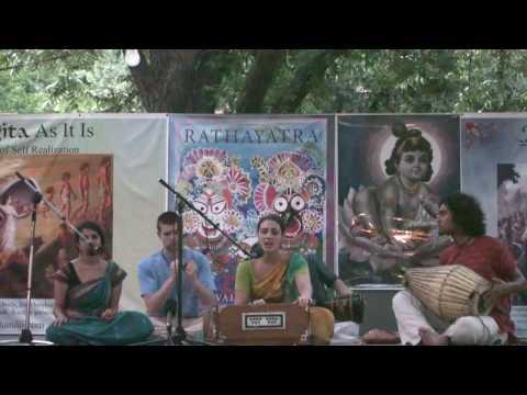 Rathayatra 2010 - Bhajan - Kalindi & Kalachandji Kirtan Group - 14/14