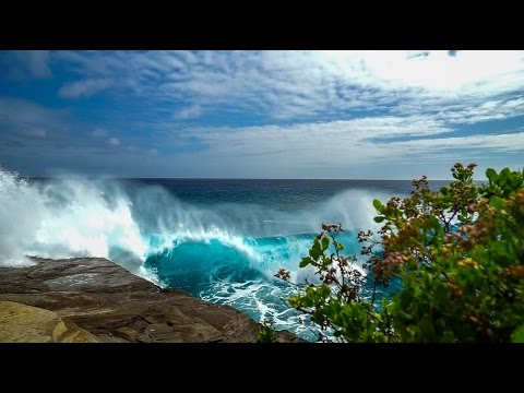 Huge Surf at China Walls - Oahu, Hawaii