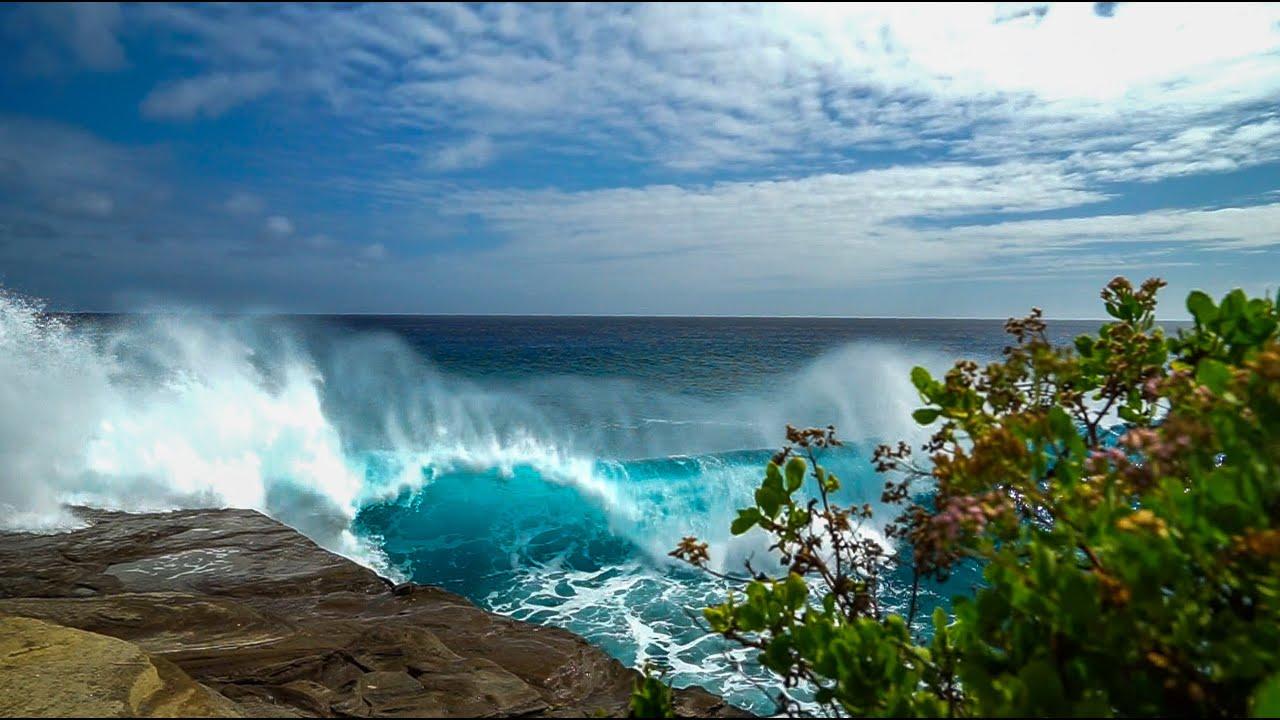 Huge Surf at China Walls - Oahu, Hawaii - YouTube