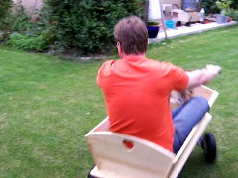 bollerwagen probefahrt im garten mit hercules sachs mofa motor youtube. Black Bedroom Furniture Sets. Home Design Ideas