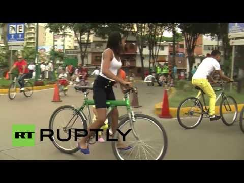 Venezuela: Free bicycles rides for Christmas in Caracas
