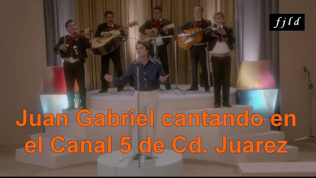 Juan Gabriel cantando en el Canal 5 de Cd. Juarez (De la serie Hasta Que Te Conoci)