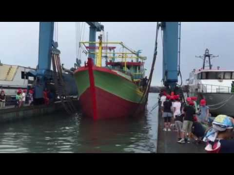 Ship Lifter at Jakarta Fishing Port