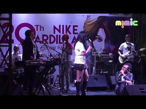 07 Nike Ardilla : Panggung Sandiwara - Isa Raja feat. Cut Memey