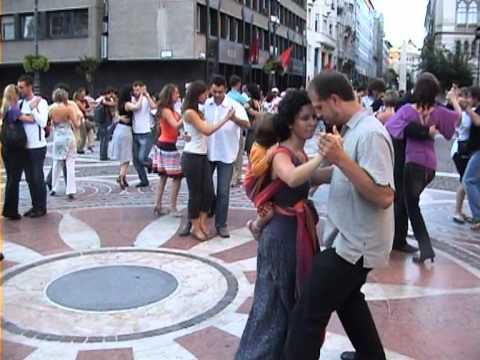 Argentine Tango Flash mob Budapest - Amazing!!!