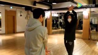 Gambar cover Krystal jung practicing ballroom dance for 'unexpected love' 💃🏻💪🏻😍