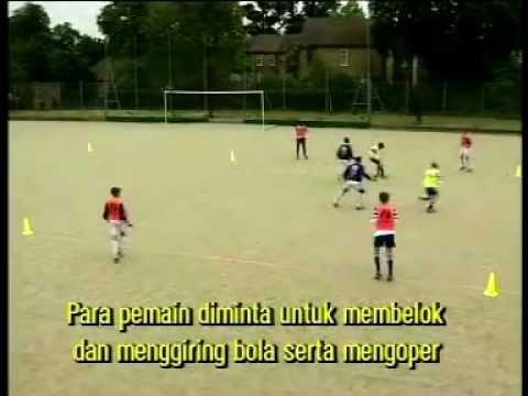 Video Cara Bermain Sepakbola Dengan Baik dan Benar - Cara Menggiring Bola ...