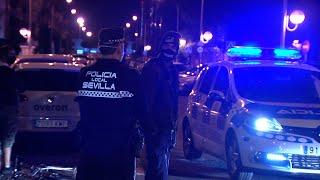 Policía Local de Sevilla multa a joven por saltarse el toque de queda