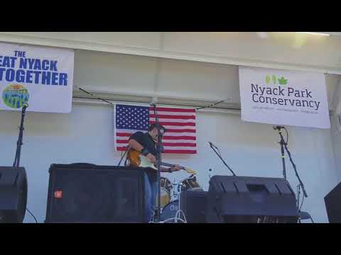 Jake Thistle -- Buffalo River Home (John Hiatt cover live from The Great Nyack Get Together)