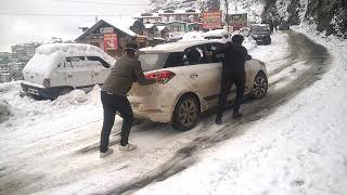 Car Sliding on Snow in Shimla thumbnail