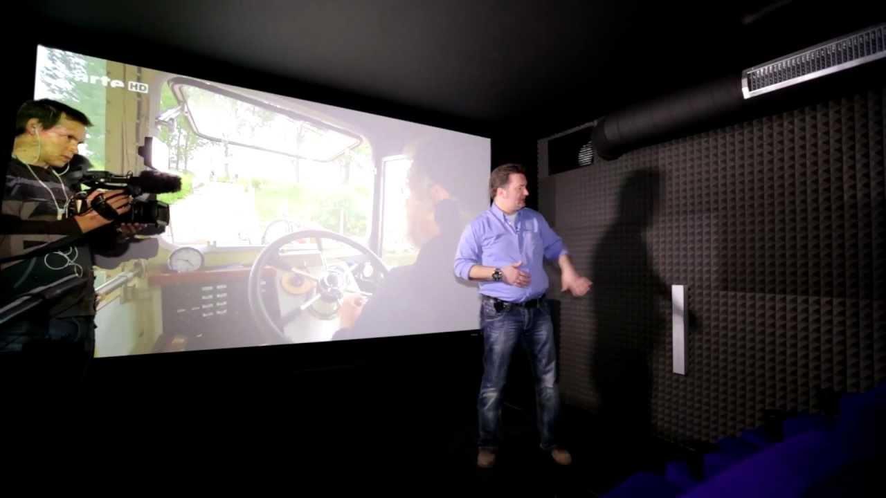 das private 20 sitzplatz kino mit dem 4k projektor sony. Black Bedroom Furniture Sets. Home Design Ideas
