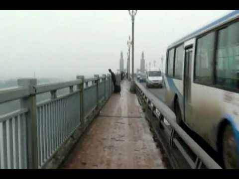 I Walked along Nanjing Yangtze River Bridge(漫步南京长江大桥)