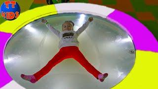 ВЛОГ Развлекательный Центр для детей! Шопинг в магазине Игрушек с Ярославой Видео для детей!