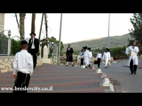מרגש: מוהרא''ש חובש שטריימלים לחתנים
