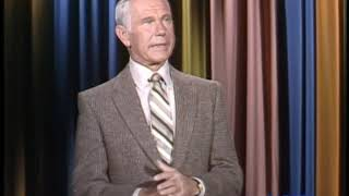 Johnny Carson Asks For Help From The Audience to Get Through The Monologue - 10/14/1981