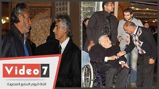 جميل راتب والشرقاوى والفيشاوى وأبناء الساحر فى عزاء زوجة محمد صبحى