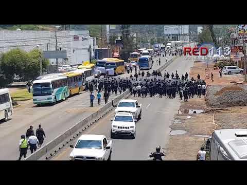 VIDEO En fuerte operativo desalojan a manifestantes que mantenían cerrada la salida de Morelia a Pátzcuaro