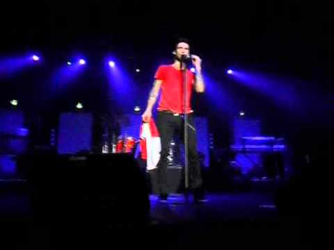 Adam Levine and my flag :D - Maroon 5 Live in Berlin - Bohemian Rhapsody cover (4 December 2011)
