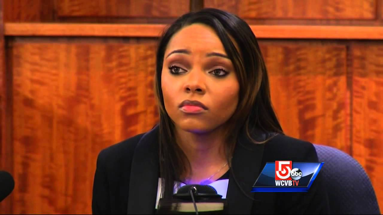 Hernandez fiancee: I never saw contents of box